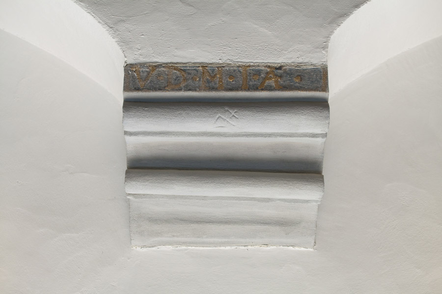 Heinrich-Schütz-Haus Weißenfels | Wall bracket with mason's mark and the motto of the Protestant estates