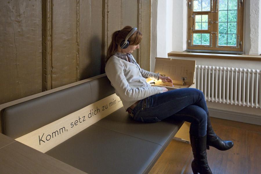 Heinrich-Schütz-Haus Weißenfels | Eines von vier Erzählsofas, die zum Verweilen einladen